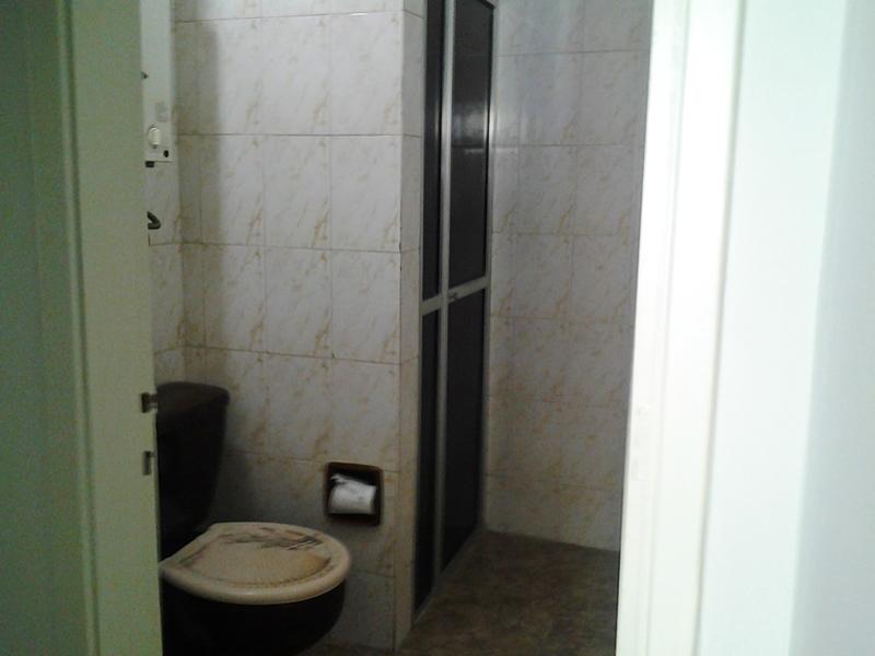 Jabaquara, Apartamento Padrão-Banheiro social com piso de cerâmica e box.