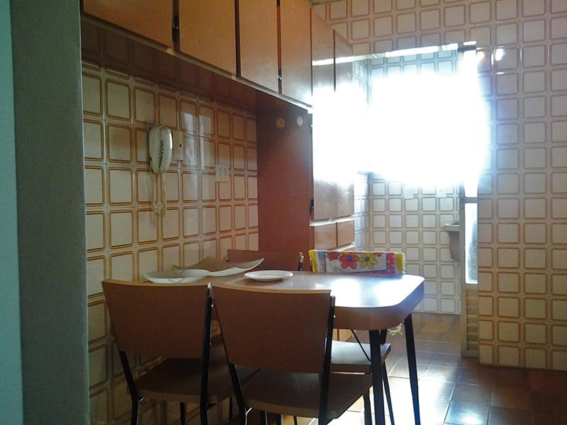 Jabaquara, Apartamento Padrão-Cozinha com piso de cerâmica, pia de inox com gabinete e armários.