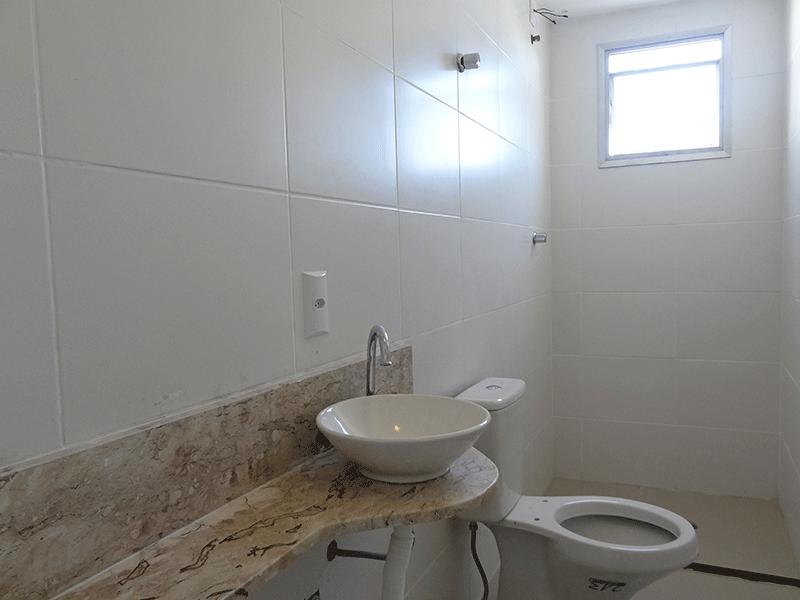 Jabaquara, Apartamento Padrão-Banheiro social com piso de porcelanato, iluminação embutida e pia com bancada de mármore sobreposta.