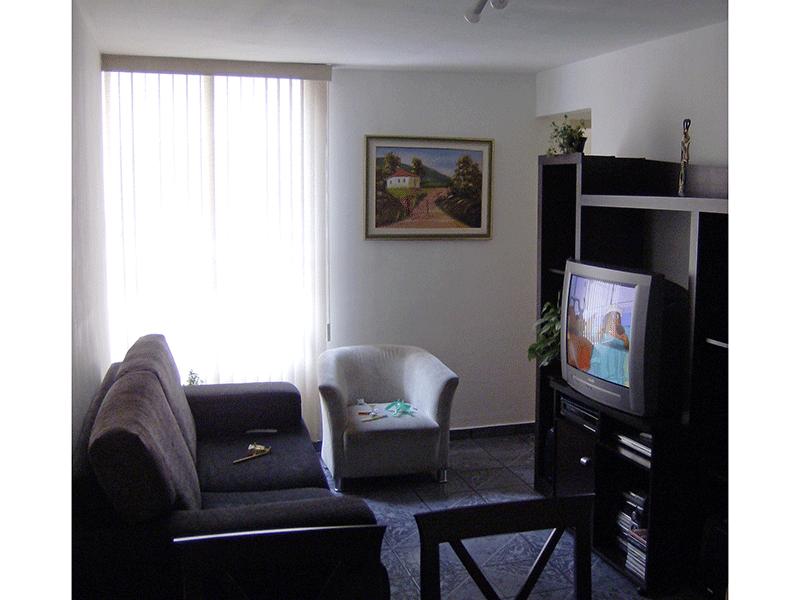 Cursino, Apartamento Padrão - Sala retangular com piso de cerâmica.