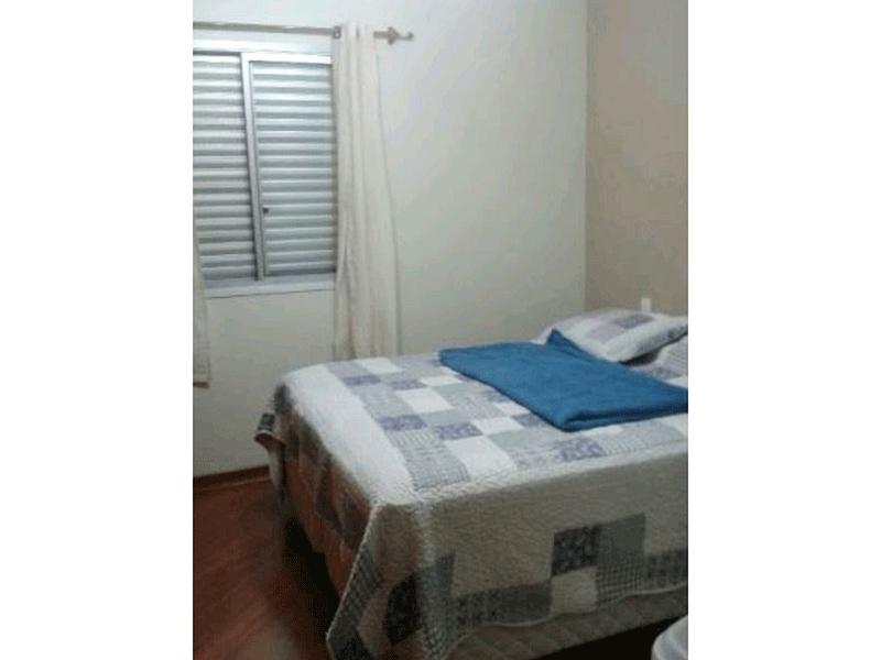 Ipiranga, Apartamento Padrão-Suíte com piso laminado e teto com moldura de gesso.