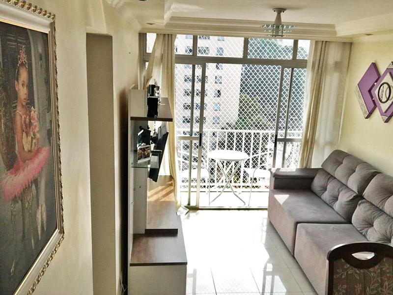 Sacomã, Apartamento Padrão - Sala com piso de porcelanato, teto com sanca de gesso, iluminação embutida e acesso a varanda.