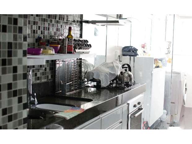 Ipiranga, Apartamento Padrão-Cozinha com piso de granito, pia de granito com gabinete, Cook top, forno embutido, coifa e armários planejados.