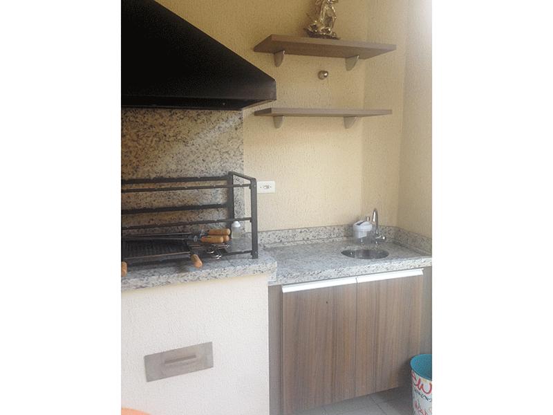 Sacomã, Apartamento Padrão-Varanda com piso de cerâmica, pia de granito com gabinete, churrasqueira e envidraçada.