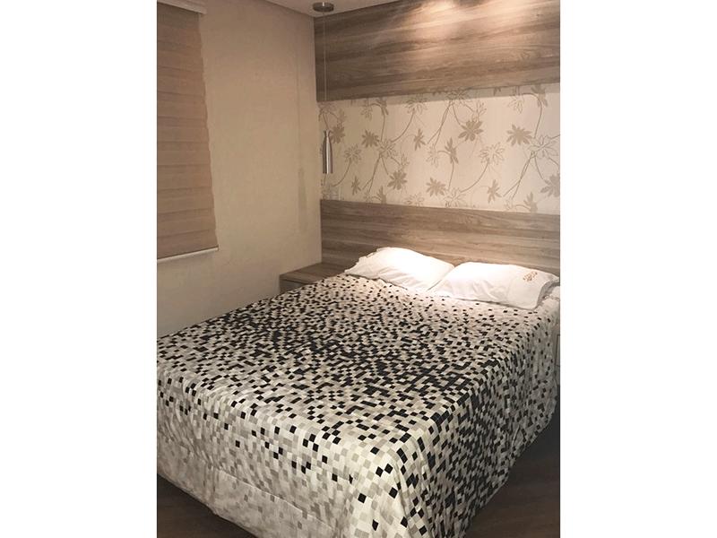 Sacomã, Apartamento Padrão-Suíte com piso laminado, teto rebaixado com iluminação embutida e armários embutidos.
