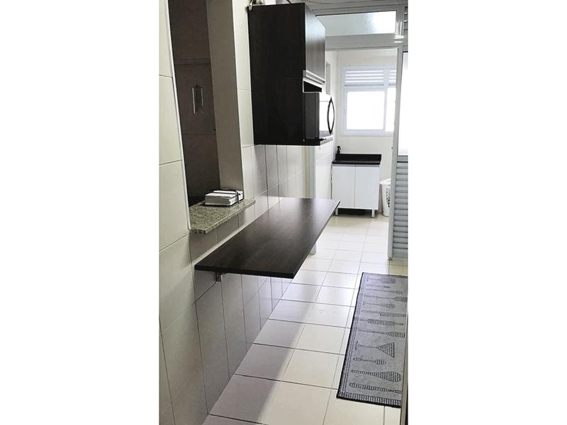 Sacomã, Apartamento Padrão-Cozinha estilo passa prato com piso de cerâmica, pia de granito com gabinete e armários planejados.