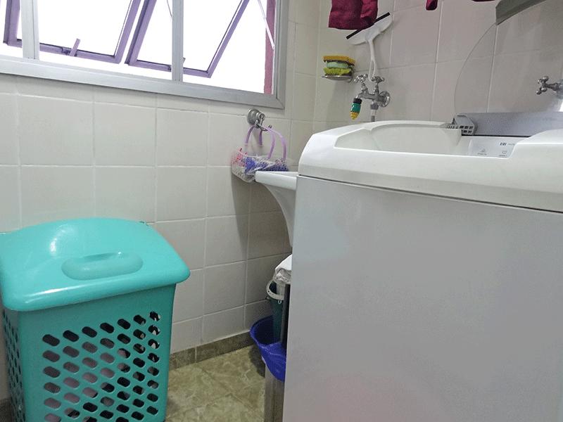 Jabaquara, Apartamento Padrão-Área de serviço com piso de cerâmica, teto com moldura de gesso e divisória de vidro.