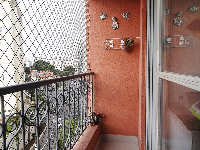Jabaquara, Apartamento Padrão-Varanda com piso de porcelanato e tela de proteção.
