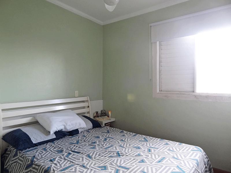 Jabaquara, Apartamento Padrão-Suíte com piso laminado, teto com moldura de gesso e armário embutido.