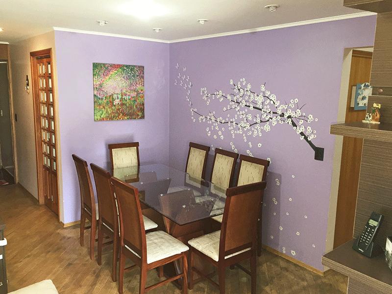 Jabaquara, Apartamento Padrão-Sala em L com piso de madeira, teto com sanca de gesso, iluminação embutida, ventilador de teto e acesso à varanda.