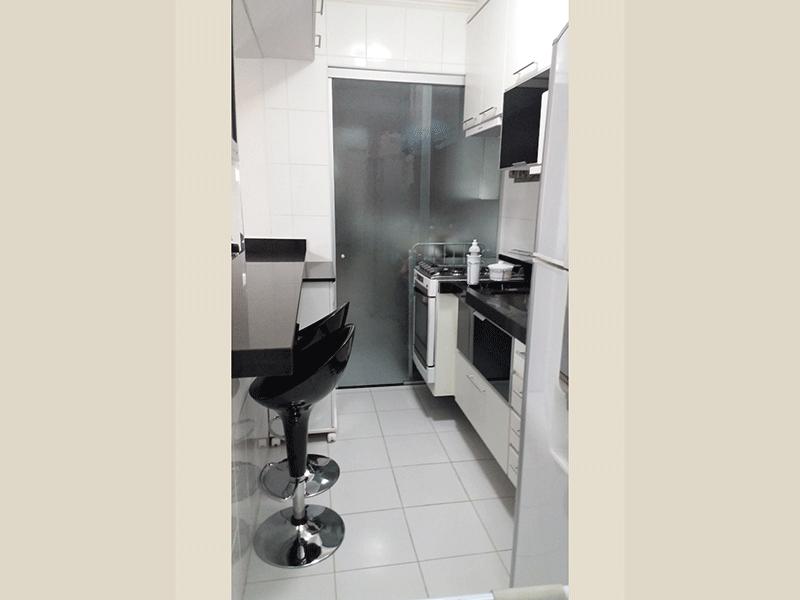 Sacomã, Apartamento Padrão-Cozinha americana com piso de cerâmica, pia de granito com gabinete e armários planejados.