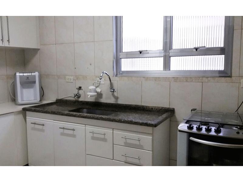 Sacomã, Apartamento Padrão-Cozinha com piso de cerâmica, teto com moldura de gesso, pia de granito com gabinete e armários planejados.