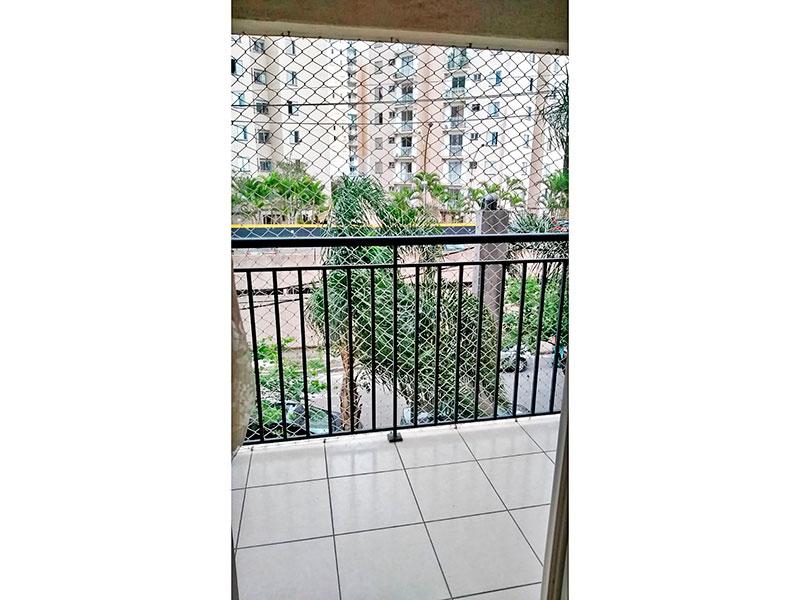 Sacomã, Apartamento Padrão-Varanda com piso de cerâmica e tela de proteção.