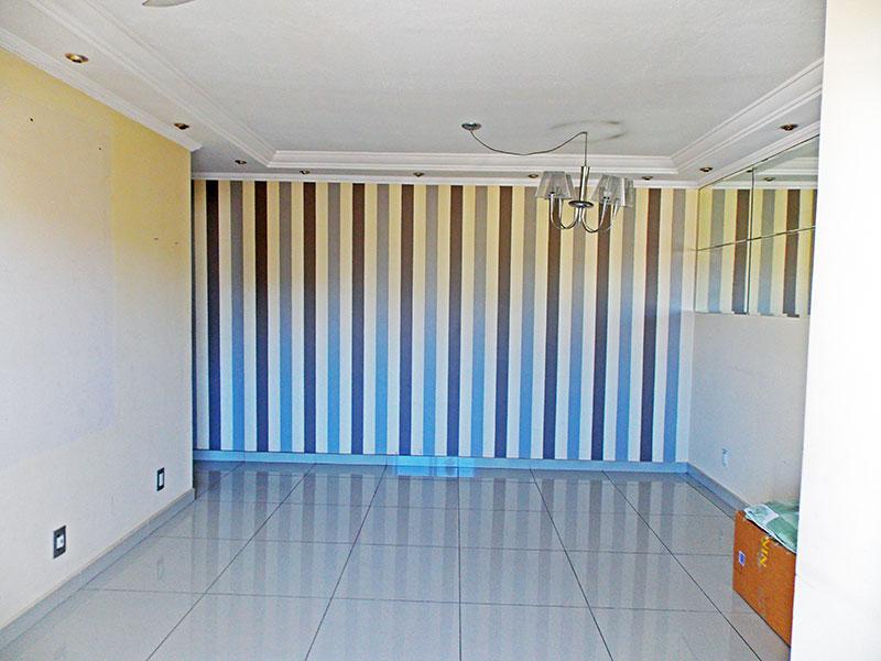 Sacomã, Apartamento Padrão-Sala em L com piso de porcelanato, teto com sanca de gesso, iluminação embutida acesso a varanda.