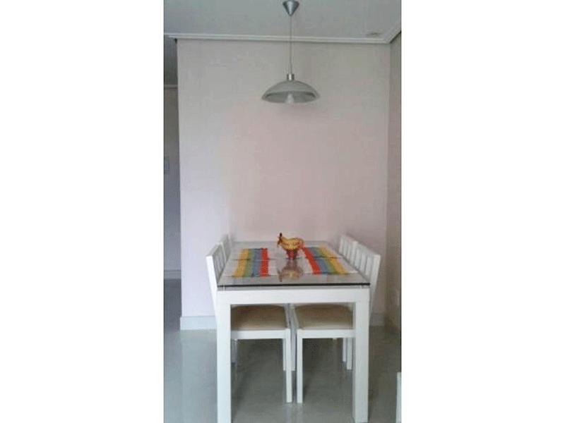 Jabaquara, Apartamento Padrão-Sala com piso de porcelanato, teto rebaixado com iluminação embutida e acesso a Varanda.