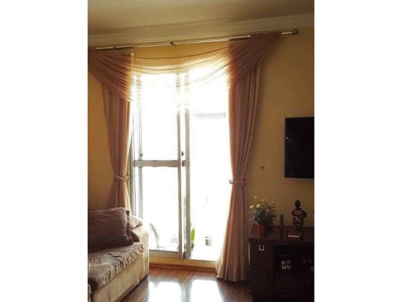 Sacomã, Apartamento Padrão - Sala com piso laminado, teto com moldura de gesso e acesso à varanda.