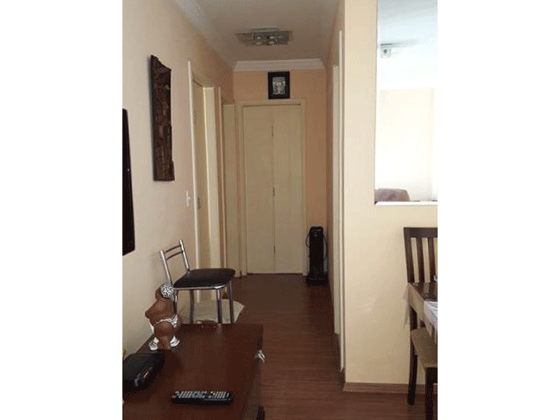 Sacomã, Apartamento Padrão-Sala com piso laminado, teto com moldura de gesso e acesso à varanda.