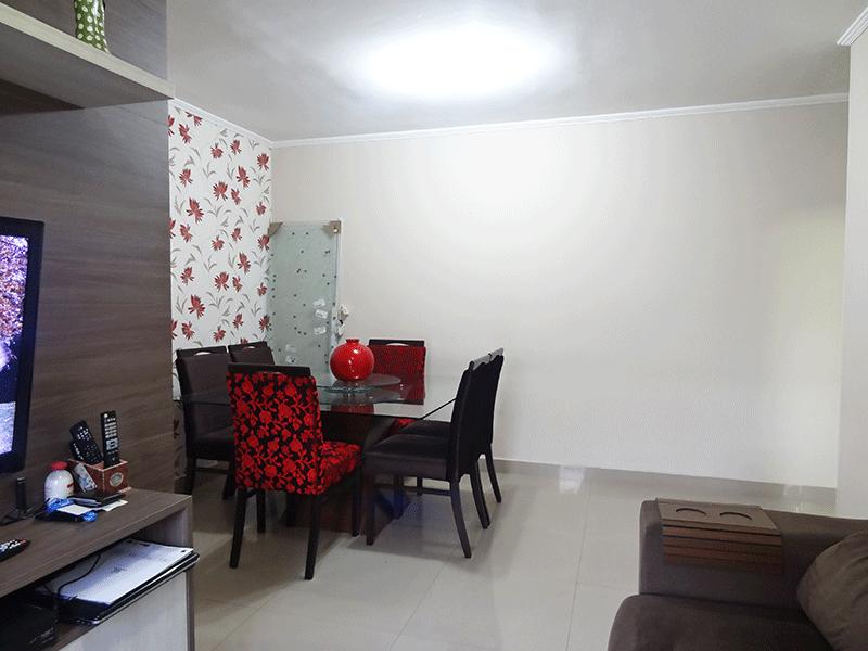Sacomã, Apartamento Padrão-Sala em L com piso de porcelanato, teto com moldura de gesso, móveis planejados e acesso à varanda.
