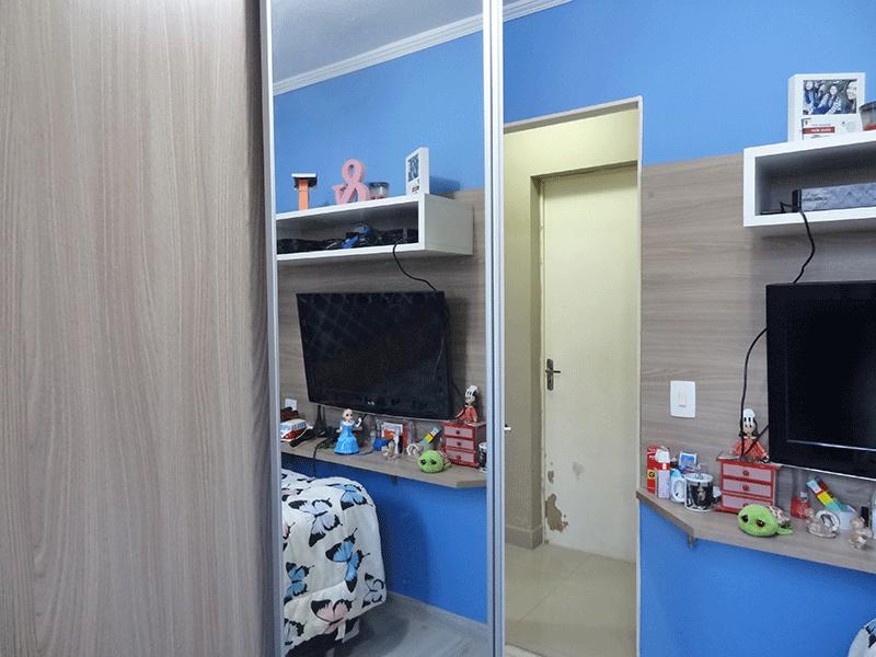 Sacomã, Apartamento Padrão-1º com piso laminado, teto com moldura de gesso e armários planejados.