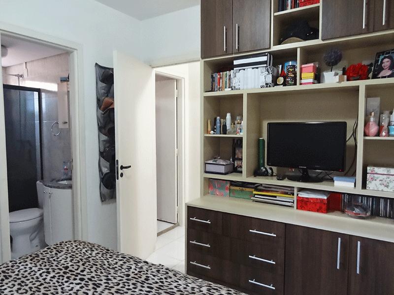 Sacomã, Apartamento Padrão-Suíte com piso de cerâmica e armários embutidos.