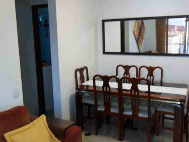 Sacomã, Apartamento Padrão-Sala retangular com piso de porcelanato, teto com moldura de gesso e acesso à varanda.