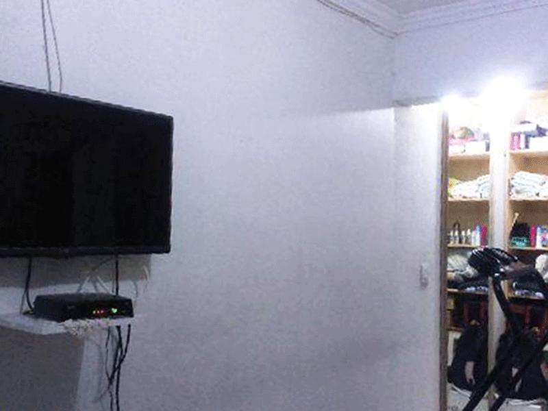 Sacomã, Apartamento Padrão-Suíte com piso de cerâmica, teto com moldura de gesso e closet.