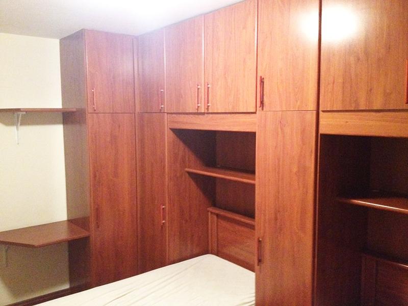 Ipiranga, Apartamento Padrão-Dormitório com piso de taquinho e armários planejados.