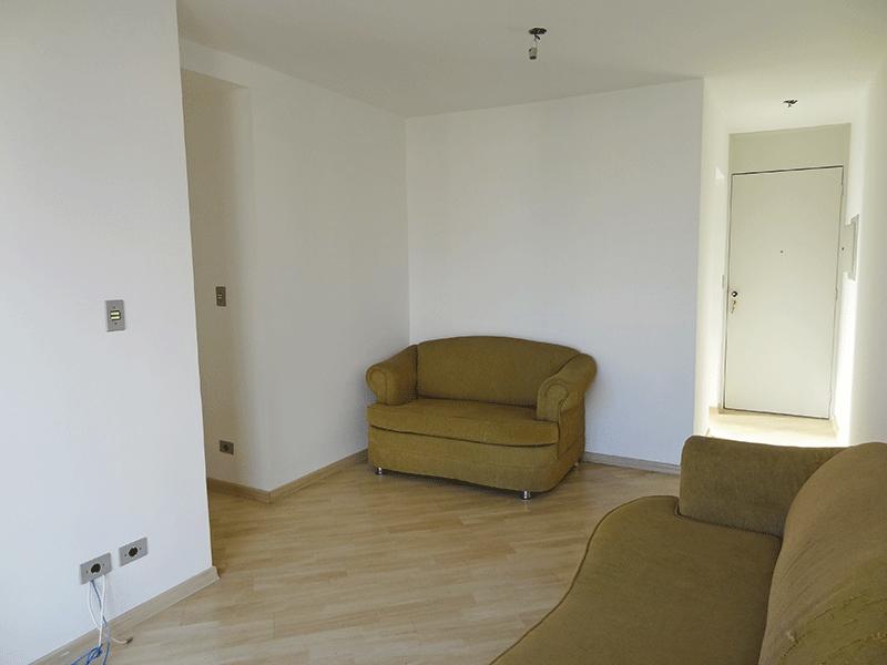 Sacomã, Apartamento Padrão-Sala em L com piso laminado e acesso à sacada.