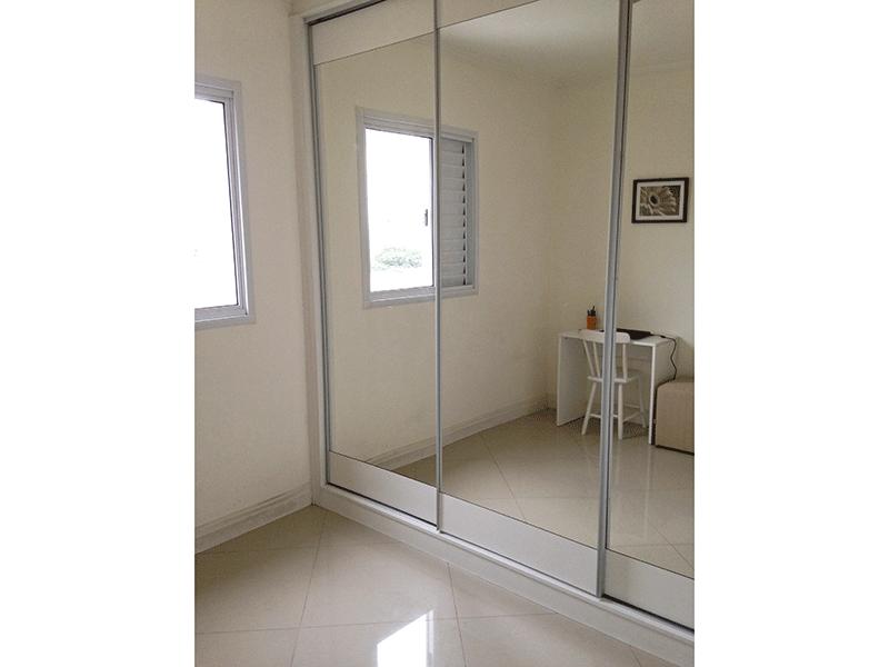 Sacomã, Apartamento Padrão-3º dormitório com piso de porcelanato, teto com moldura de gesso e armários planejados.