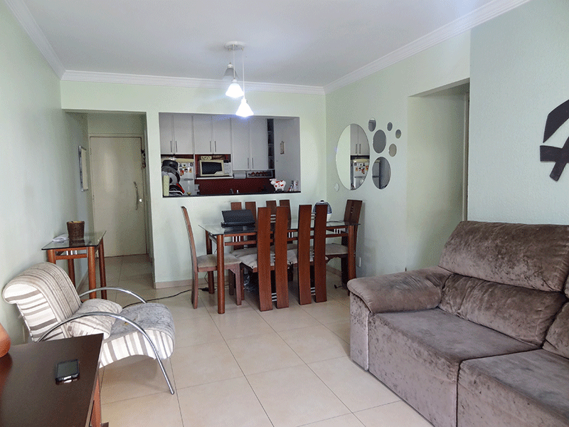 Sacomã, Apartamento Padrão-Sala retangular com piso de porcelanato, teto com moldura de gesso acesso à varanda.