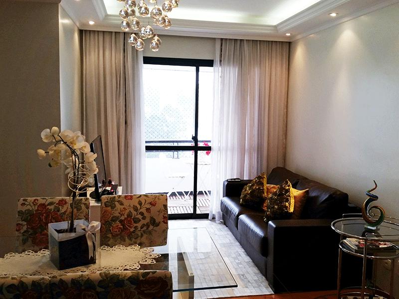 Sacomã, Apartamento Padrão - Sala em L com piso laminado, teto com sanca de gesso, iluminação de gesso e acesso à varanda.