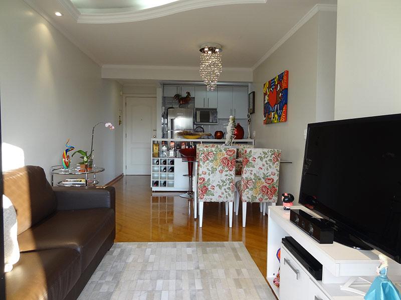Sacomã, Apartamento Padrão-Sala com dois ambientes, piso laminado, teto sanca com moldura de gesso e iluminação embutida.
