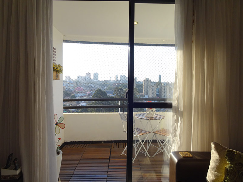 Sacomã, Apartamento Padrão-Varanda com piso deck de madeira e tela de proteção.