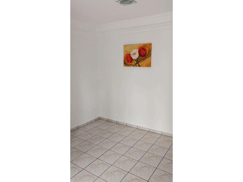 Sacomã, Apartamento Padrão-1º dormitório com piso de cerâmica, teto com moldura de gesso e armários embutidos.