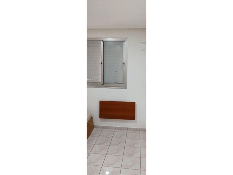 Sacomã, Apartamento Padrão-2º dormitório com piso de cerâmica, teto com moldura de gesso e armários embutidos.