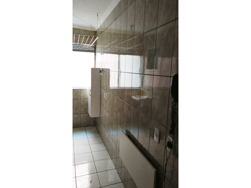 Sacomã, Apartamento Padrão-Cozinha integrada à área de serviço com piso de cerâmica, teto com moldura de gesso, pia de granito com gabinete e armários planejados.