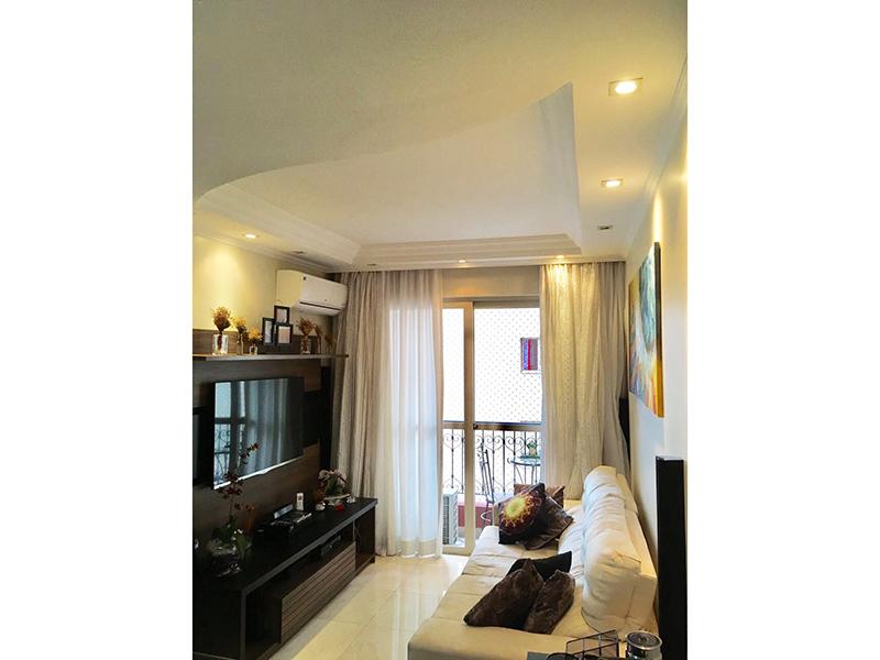 Ipiranga, Apartamento Padrão-Sala com piso de porcelanato, teto com sanca e moldura de gesso, iluminação embutida e entrada para instalação de ar condicionado.