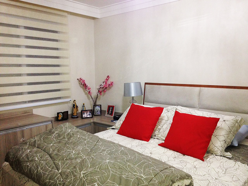 Jabaquara, Apartamento Padrão-Suíte com piso laminado, teto com moldura de gesso e armários.