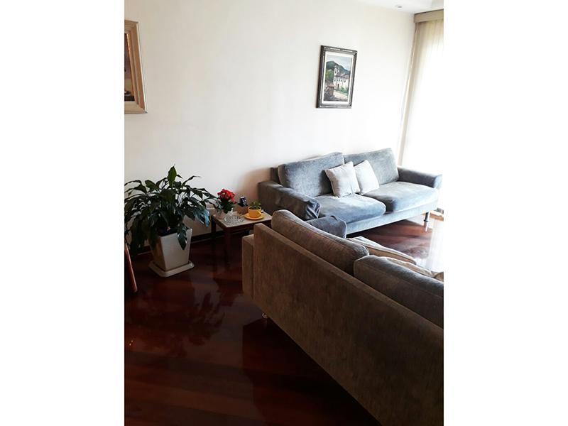 Ipiranga, Apartamento Padrão-Sala em L com dois ambientes com piso de madeira, teto com sanca de gesso, iluminação embutida e acesso à sacada.