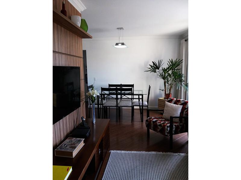 Sacomã, Apartamento Padrão - Sala em L com piso laminado, teto com moldura de gesso e acesso a varanda.
