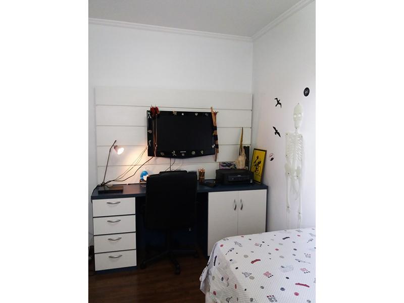 Sacomã, Apartamento Padrão-Dormitórios com piso laminado, teto com moldura de gesso e armários.