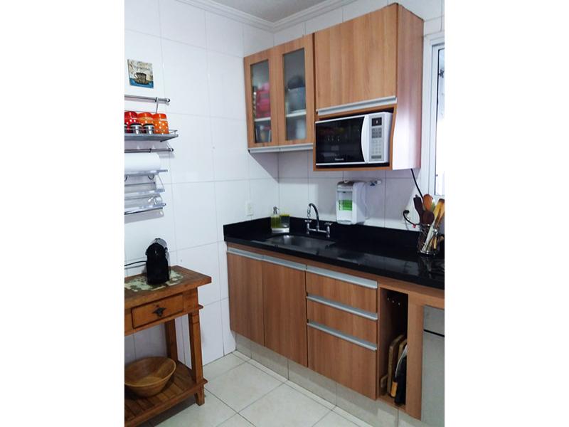 Sacomã, Apartamento Padrão-Cozinha com piso de cerâmica, teto com moldura de gesso, pia de granito com gabinete e armários.