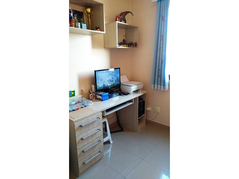 Sacomã, Apartamento Padrão-Dormitório com piso de porcelanato, teto com moldura de gesso e armários.