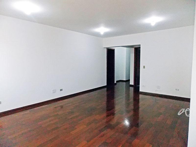 Ipiranga, Apartamento Padrão-Sala em L com piso de tacão, iluminação embutida e acesso a sacada.