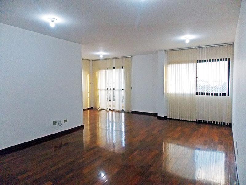 Ipiranga, Apartamento Padrão - Sala em L com piso de tacão, iluminação embutida e acesso a sacada.