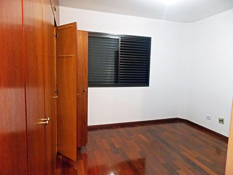 Ipiranga, Apartamento Padrão-Suíte com piso de tacão e armários planejados.