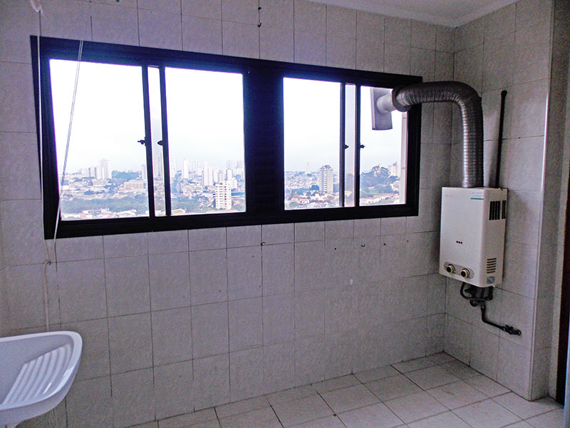Ipiranga, Apartamento Padrão-Área de serviço com piso de cerâmica, teto com moldura de gesso e aquecedor de passagem.