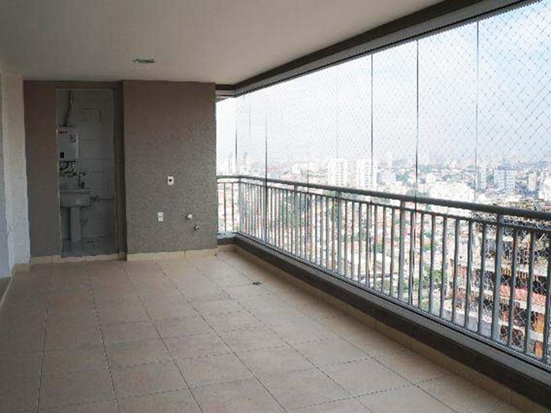 Saúde, Apartamento Padrão - Varanda envidraçada com piso de cerâmica, teto rebaixado com iluminação embutida e tela de proteção.