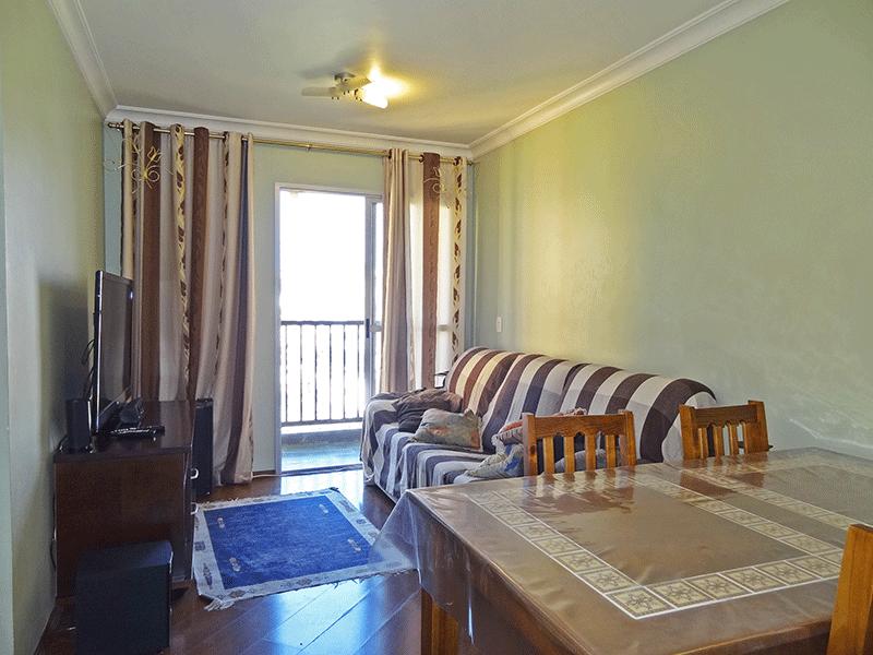 Sacomã, Apartamento Padrão - Sala retangular com piso laminado, teto com moldura de gesso e acesso à sacada.