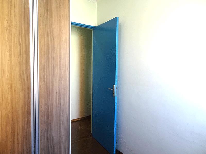 Sacomã, Apartamento Padrão-3º dormitório com piso laminado, armários embutidos e teto com moldura de gesso.